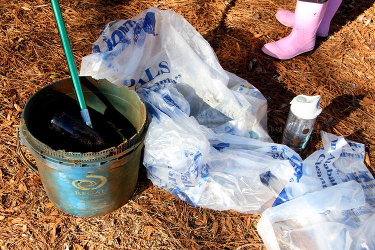 University of Alabama Students Volunteer at Third Annual Lake Tuscaloosa Winter Cleanup